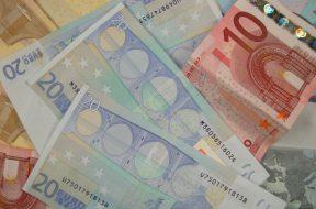2017-03-20 11_36_19-Various_Euro_banknotes.jpg - Photos