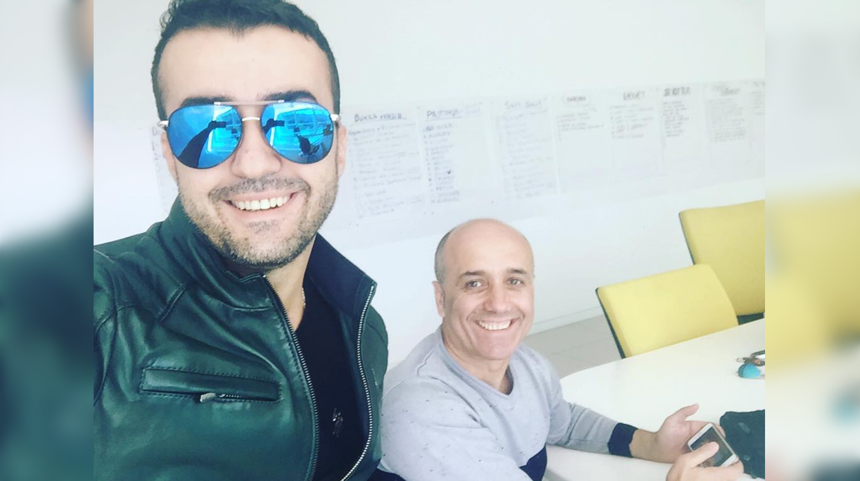 Aktorët e 'Portokallisë' bëjnë foto enkas për portalet – Zbulohet binjaku i Salsanos