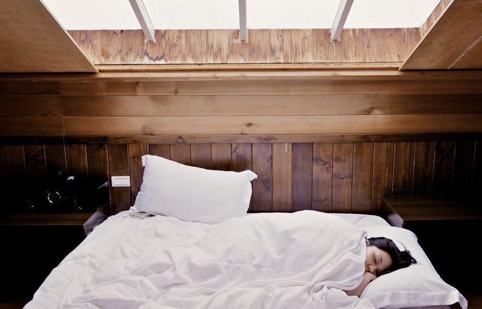 Si t'i ndreqni të gjitha problemet e gjumit, sipas shkencës?