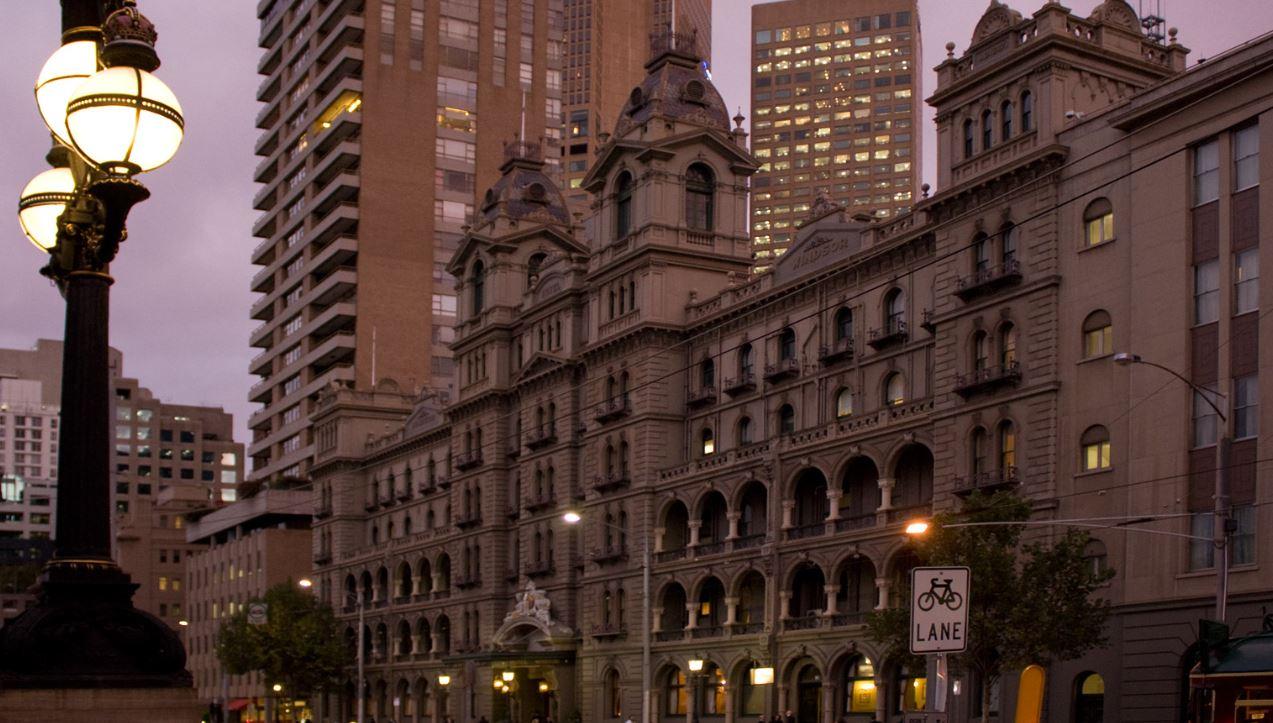 2017-06-17 15_42_29-Windsor_Hotel_at_Dusk,_Melbourne_Australia.jpg - Photos