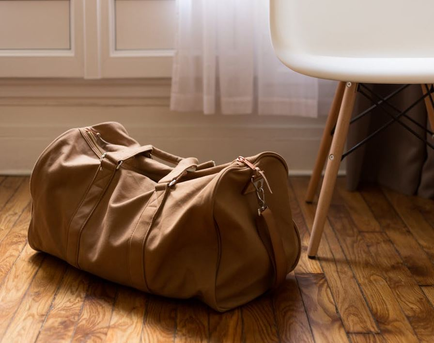 2017-07-06 13_53_40-Brown Sports Bag on Parquet Floor · Free Stock Photo