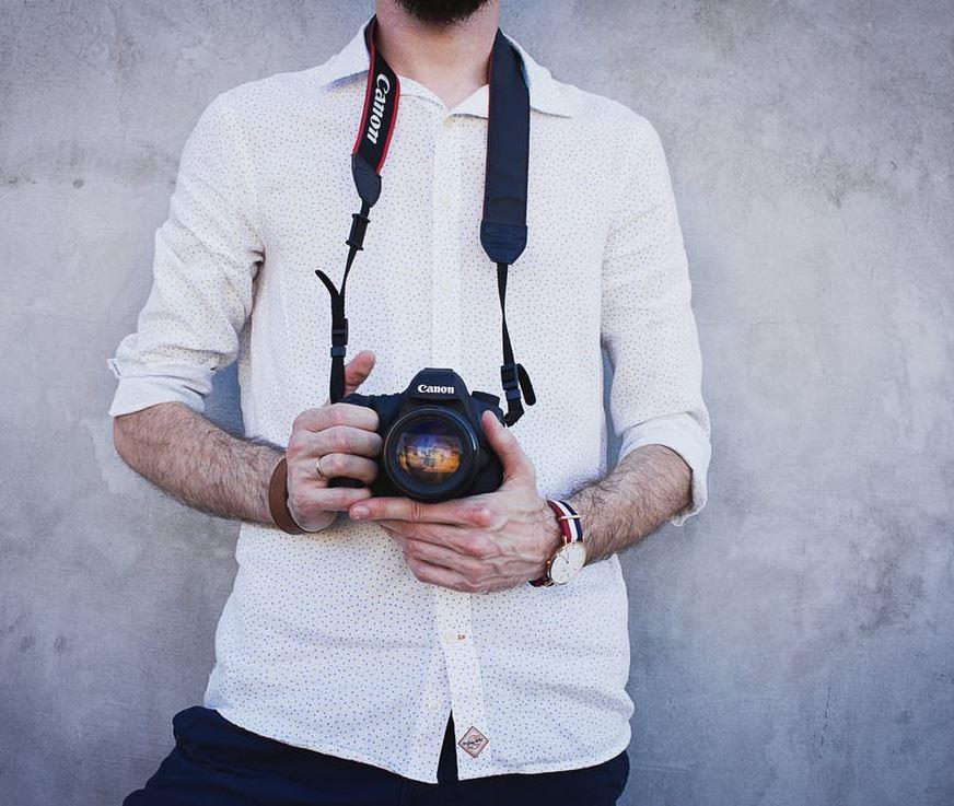 2017-07-06 14_06_46-Man Wearing White Long Sleeves Holding Black Canon Dslr Camera · Free Stock Phot