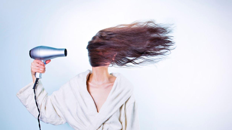 Përse nuk duhet ta përdorni tharësen e flokëve, të hotelit?