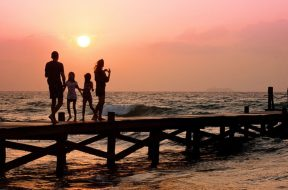 2017-09-14 15_48_30-family-pier-man-woman-39691 (1).jpeg ‎- Photos