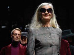 2018-01-17 09_58_34-Axelle Doué, 60 anni, modella sulla passerella di Daks - Corriere.it