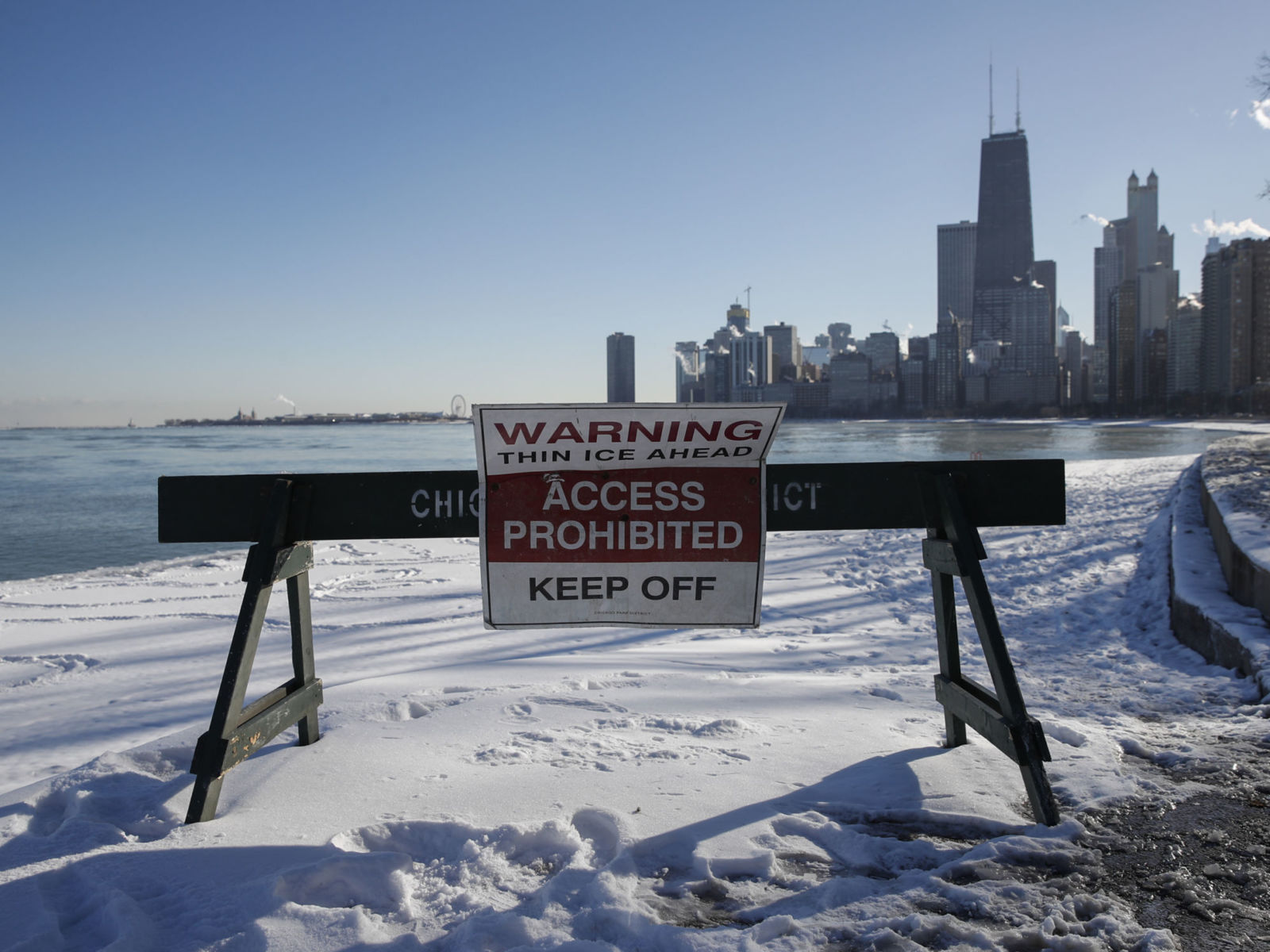 CHICAGO, IL - DECEMBER 27: A sign warns pedestrians along the lakefront on December 27, 2017 in Chicago, Illinois. Frigid temperatures will be dipping into the single digits in the Midwest over the next few days.  (Photo by Kamil Krzaczynski/Getty Images)
