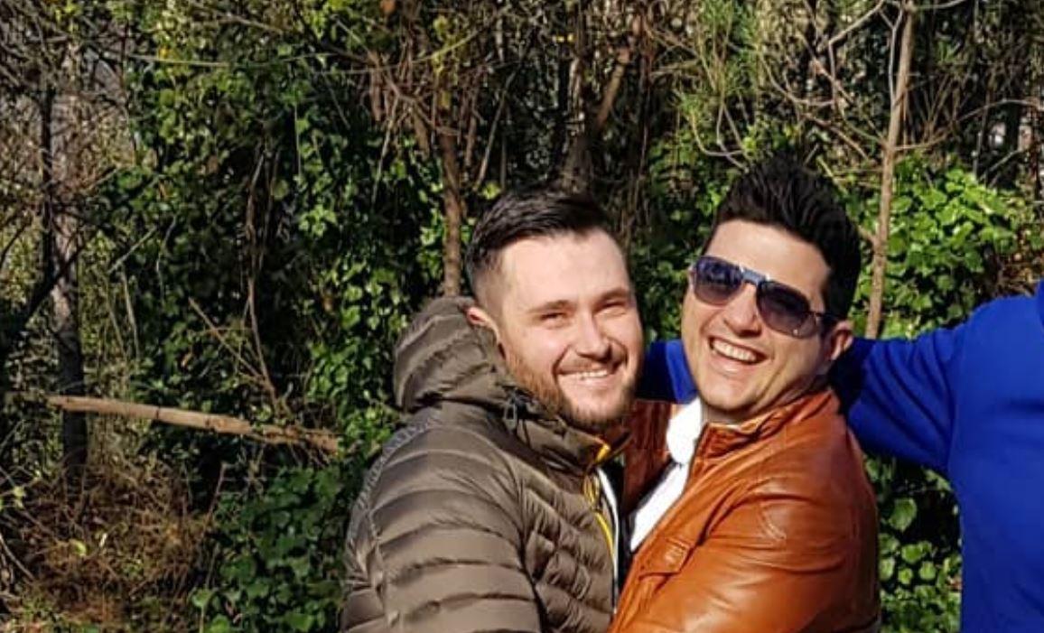 Ermal Mamaqi e surprizon në mes të Santorinit. Reagimi i Bes Kallakut është epik