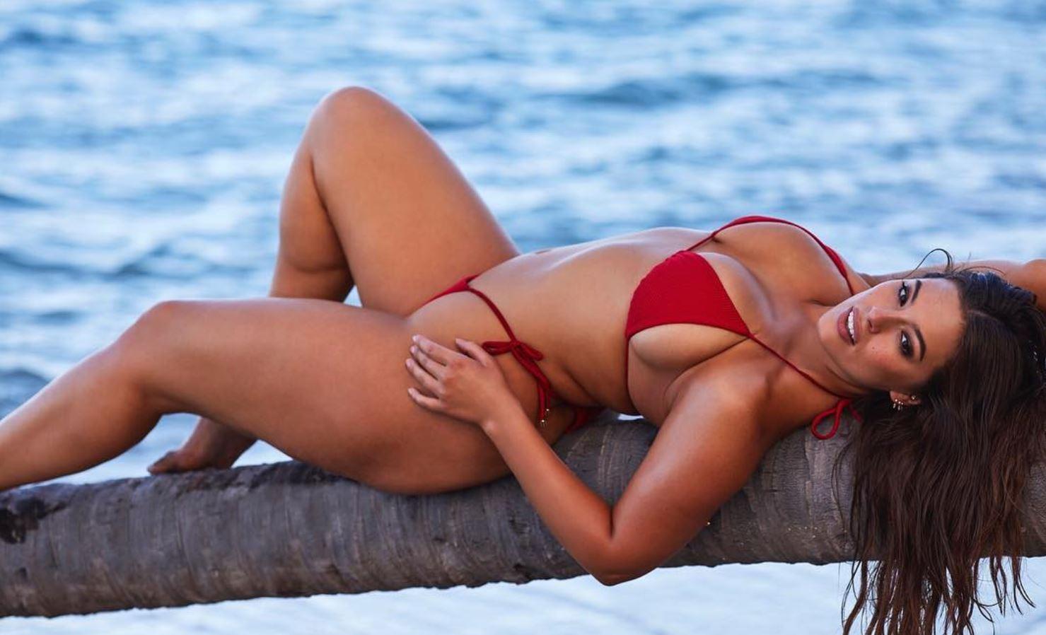 """Modelja """"oversize"""" vjen me pozat shumë seksi për Sports Illustrated"""