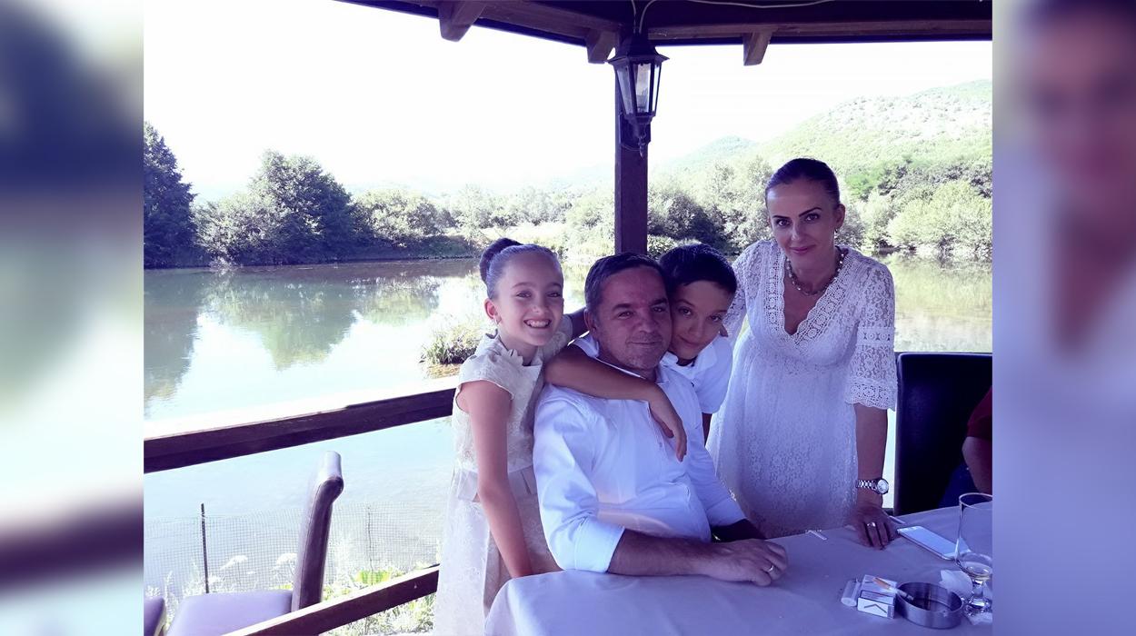 Dy muaj që nga vdekja e aktorit Blerim Pecit. Ajo çfarë shkruan bashkëshortja e tij është e dhimbshme