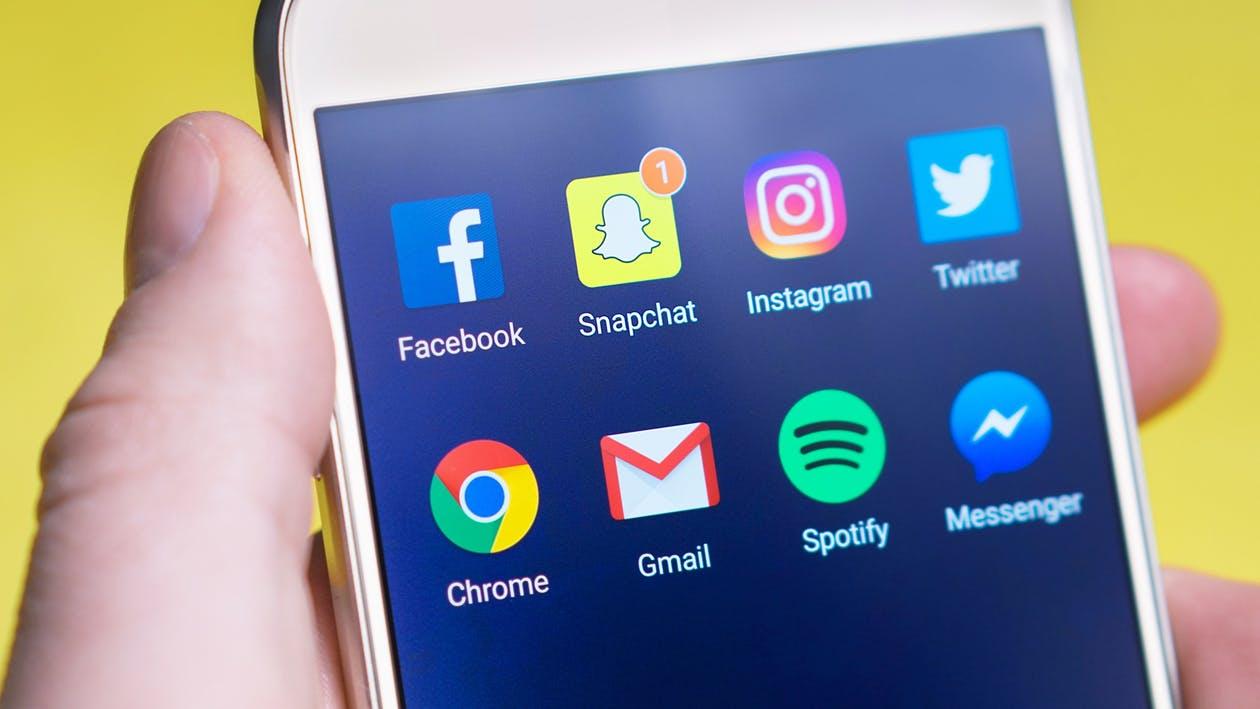 Drejtuesit e mediave sociale dështojnë të mbrojnë të rinjtë. Rreziku vetëm po shtohet