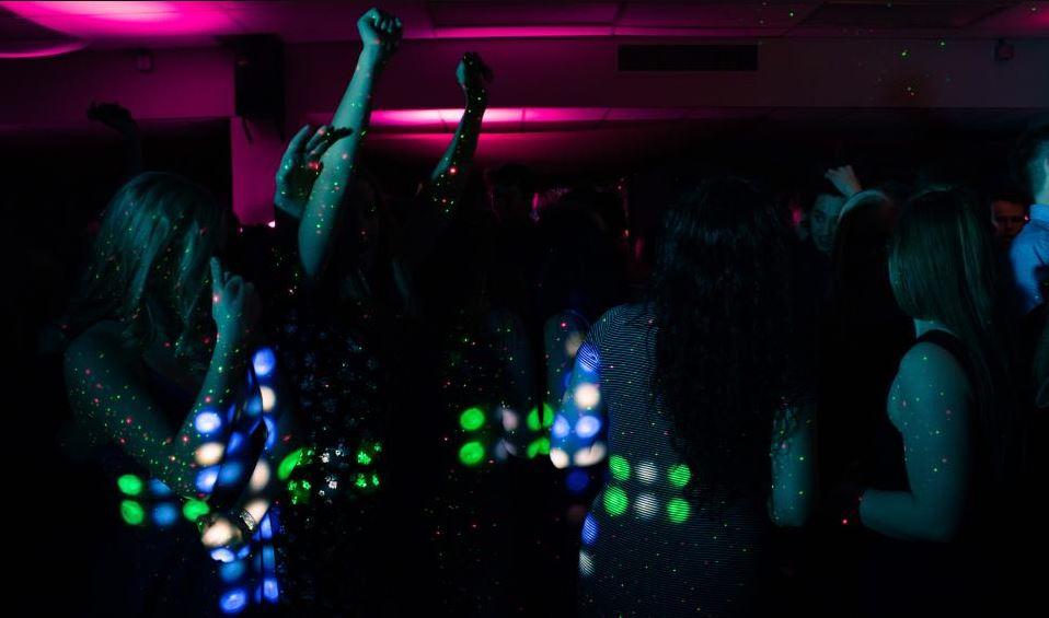 """Pesë """"zonja argëtimi"""" shqiptare arrestohen në Zvicer. Ja akuza që rëndon mbi to"""