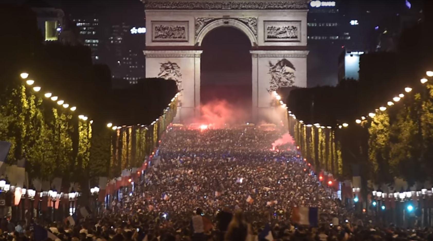 Franca në finale, Parisi bëhet skena e një feste të madhërishme