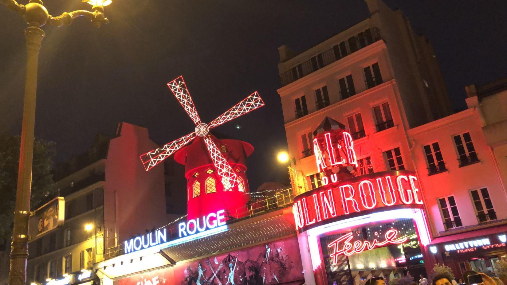 """Nga balerinat topless deri tek performancat fatale, si është dhe sa kushton një natë në """"Mouline Rouge"""""""