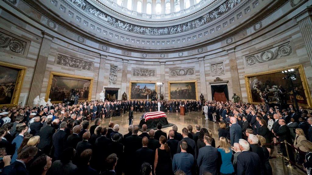 Floreta Faber, Ambasadorja e Shqipërisë në SHBA, i jep lamtumirën e fundit senatorit John McCain