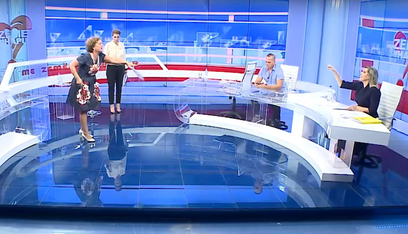 Degjeneron replikat mes nuses dhe ish-vjehrrës, zihen live në emision