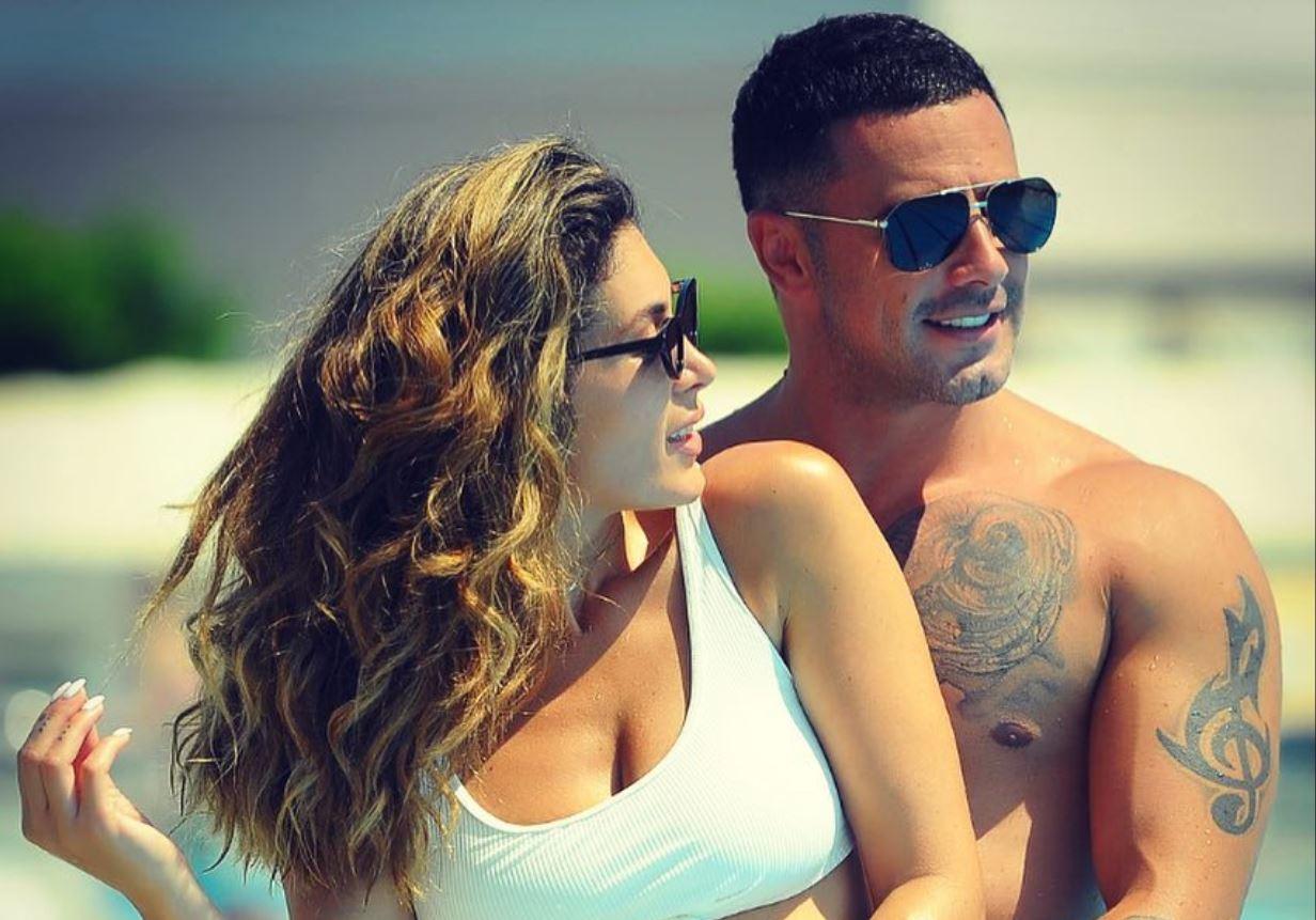Nora dhe Roberti marrin pasaportë shqiptare