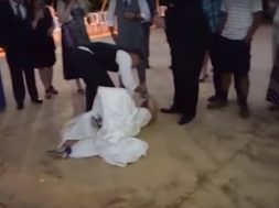 2018-10-12 15_42_49-Groom knocks his new bride over during cake smash fail! - YouTube