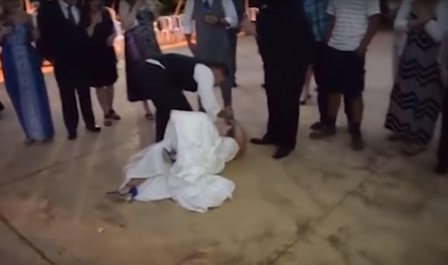 Dhëndri përplas nusen të tokë ditën e dasmës
