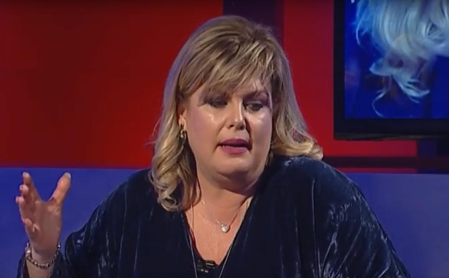 """""""Burra shqiptarë impotentë…"""", Zonja Eni nuk e përmban revoltën ndaj gjyqtarit"""