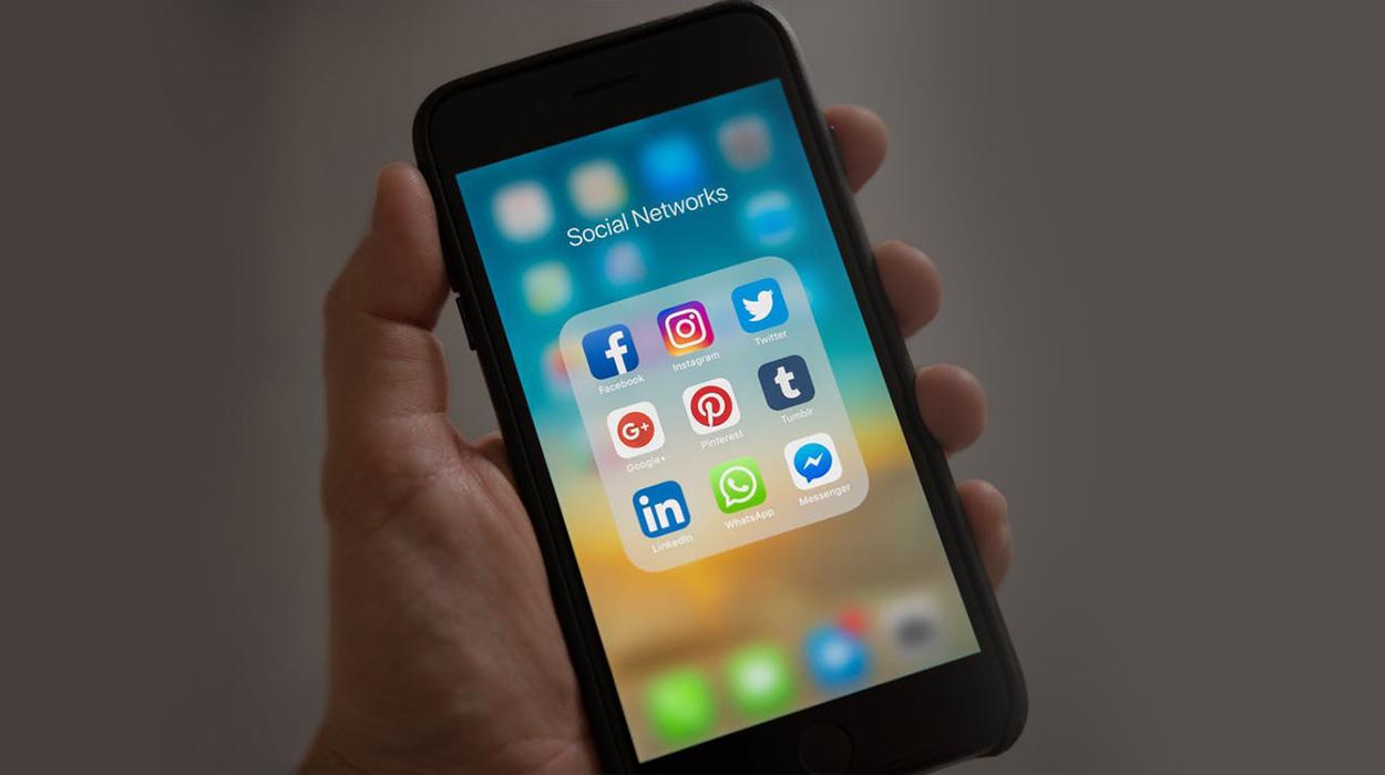 """Çfarë ndodhi?! Facebook dhe Instagram """"fiken"""" për disa orë"""