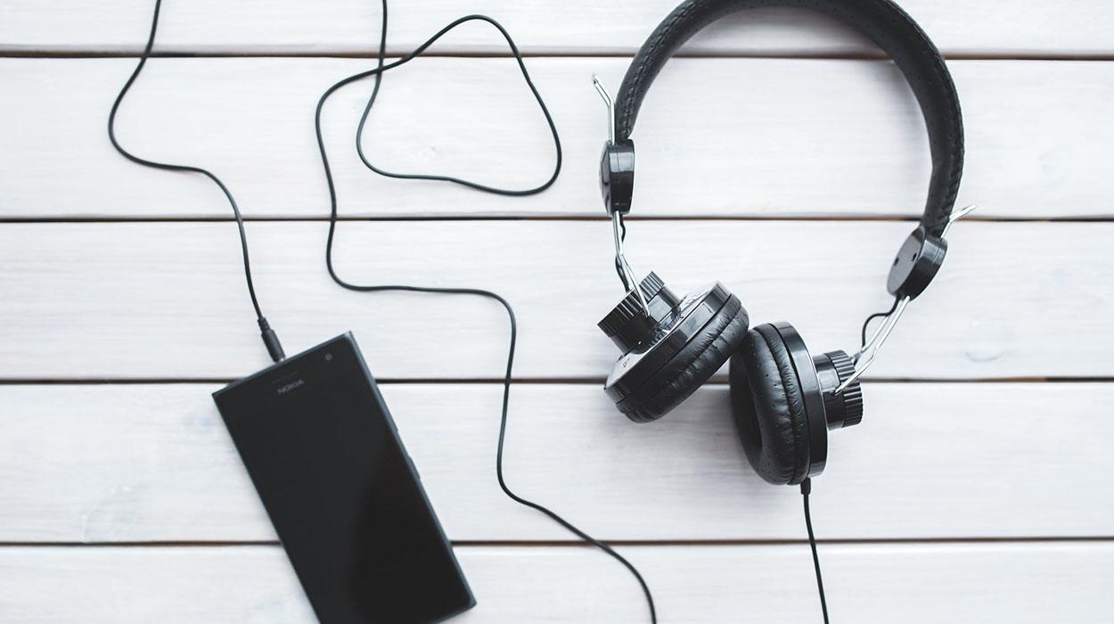 A mund të manipulohet numri i dëgjuesve në Spotify? Studiesit shqyrtojnë rastin!