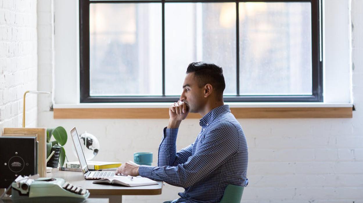 10 mënyrat si të qëndroni të përqendruar dhe produktiv në punë