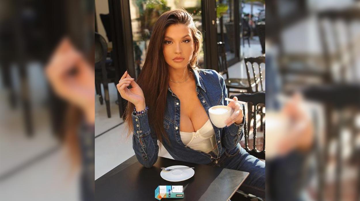 Oriola shfaqet topless, ja fotot përvëluese të modeles