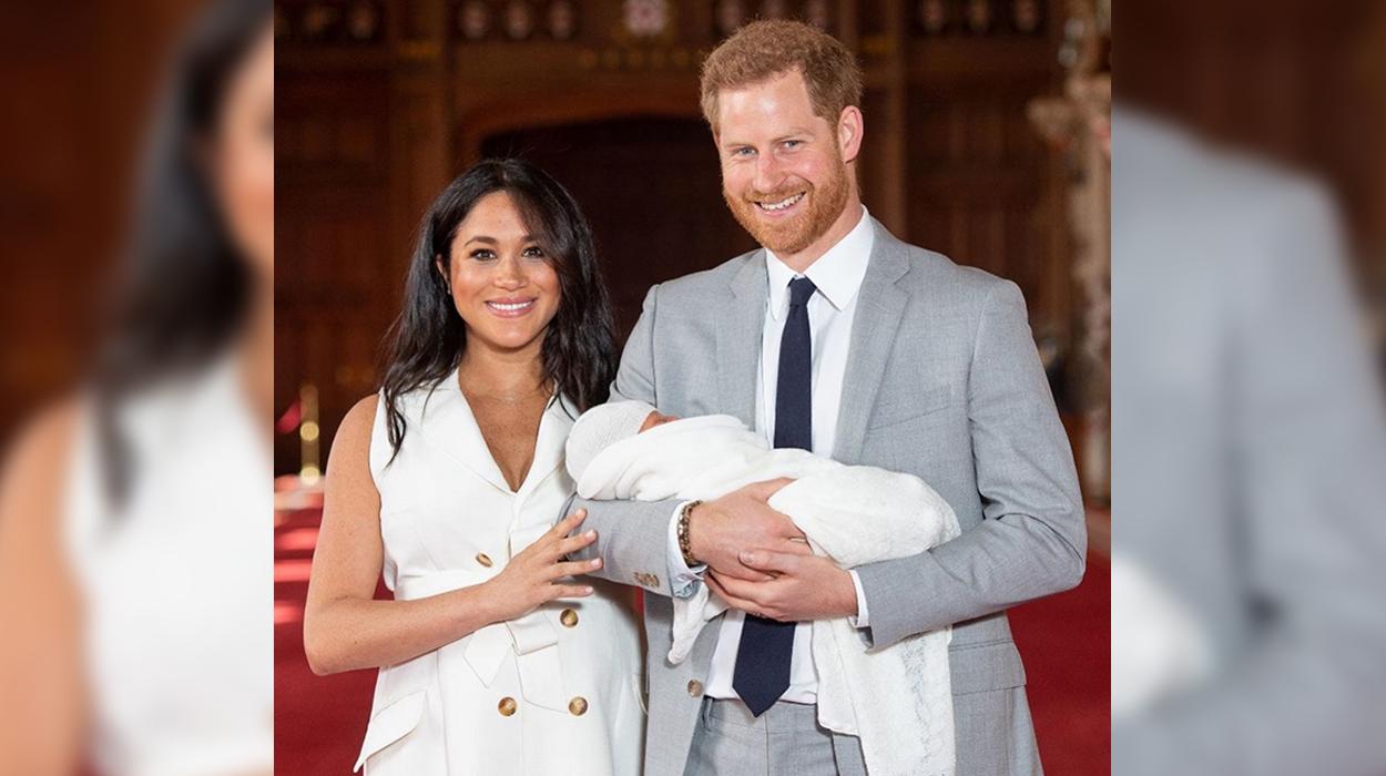 Ofendoi beben mbretërore, pushohet nga puna moderatori