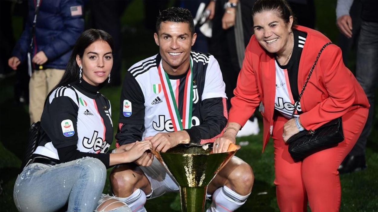 Po festonte çmimin, Cristiano Ronaldo godet me kupë në kokë të birin