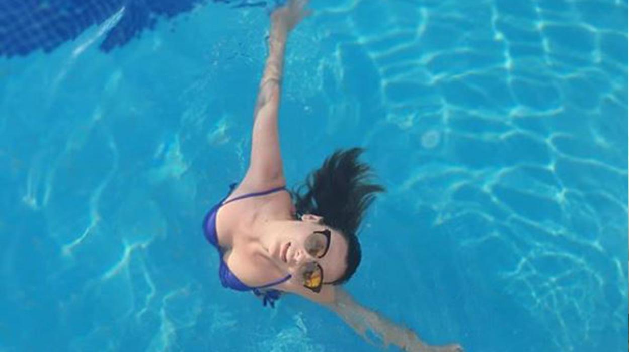 Ami i kërkon foto nga pishina, Ermali i 'punon' të papriturën bashkëshortes