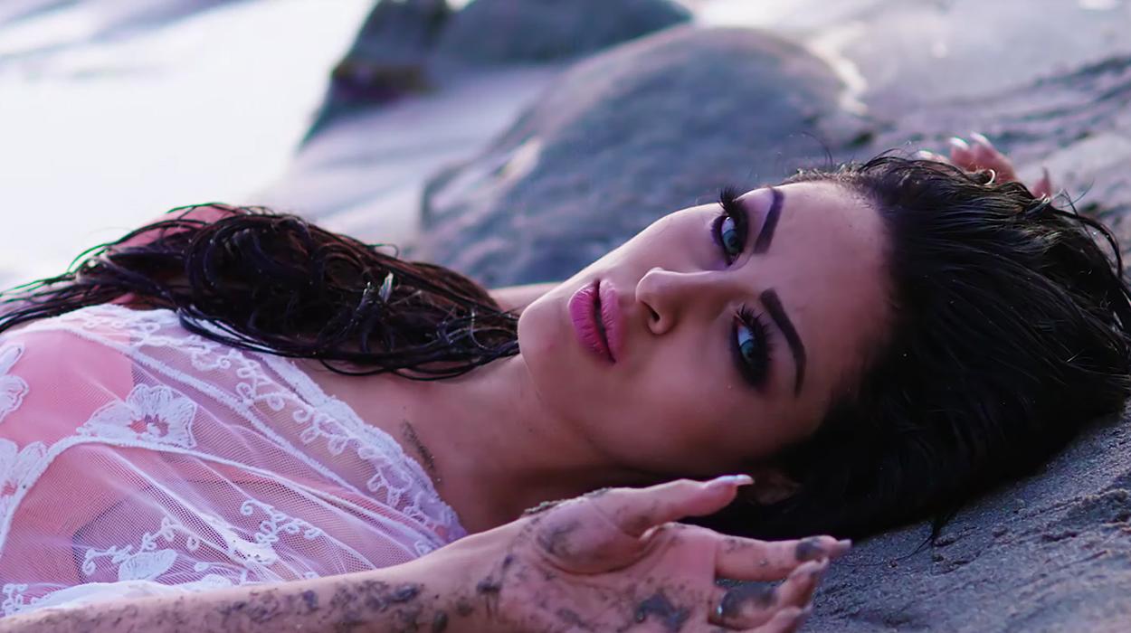 """Gabriela publikon këngën e saj më të re """"Për një natë"""""""