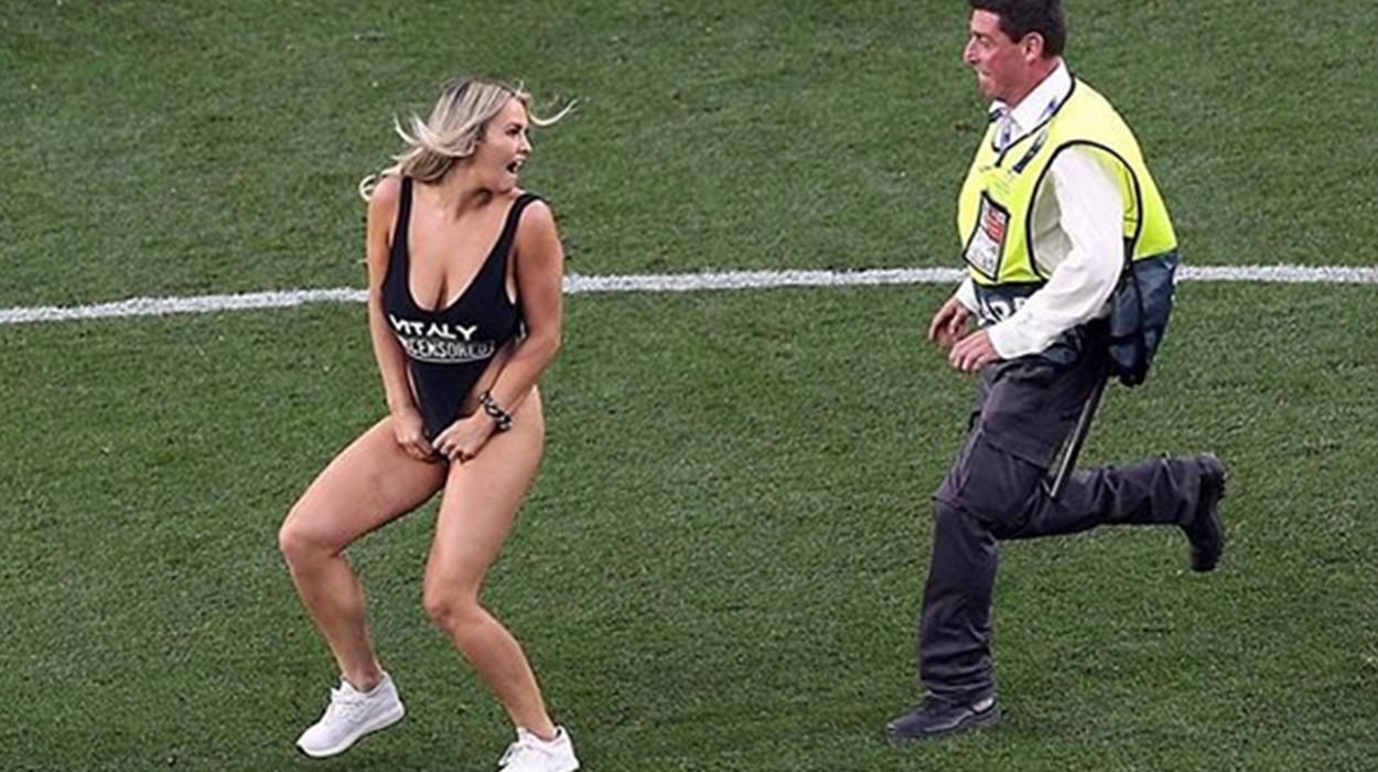 Planifikoi që të vraponte sërish e zhveshur në fushë, modelja seksi përfundon në burg