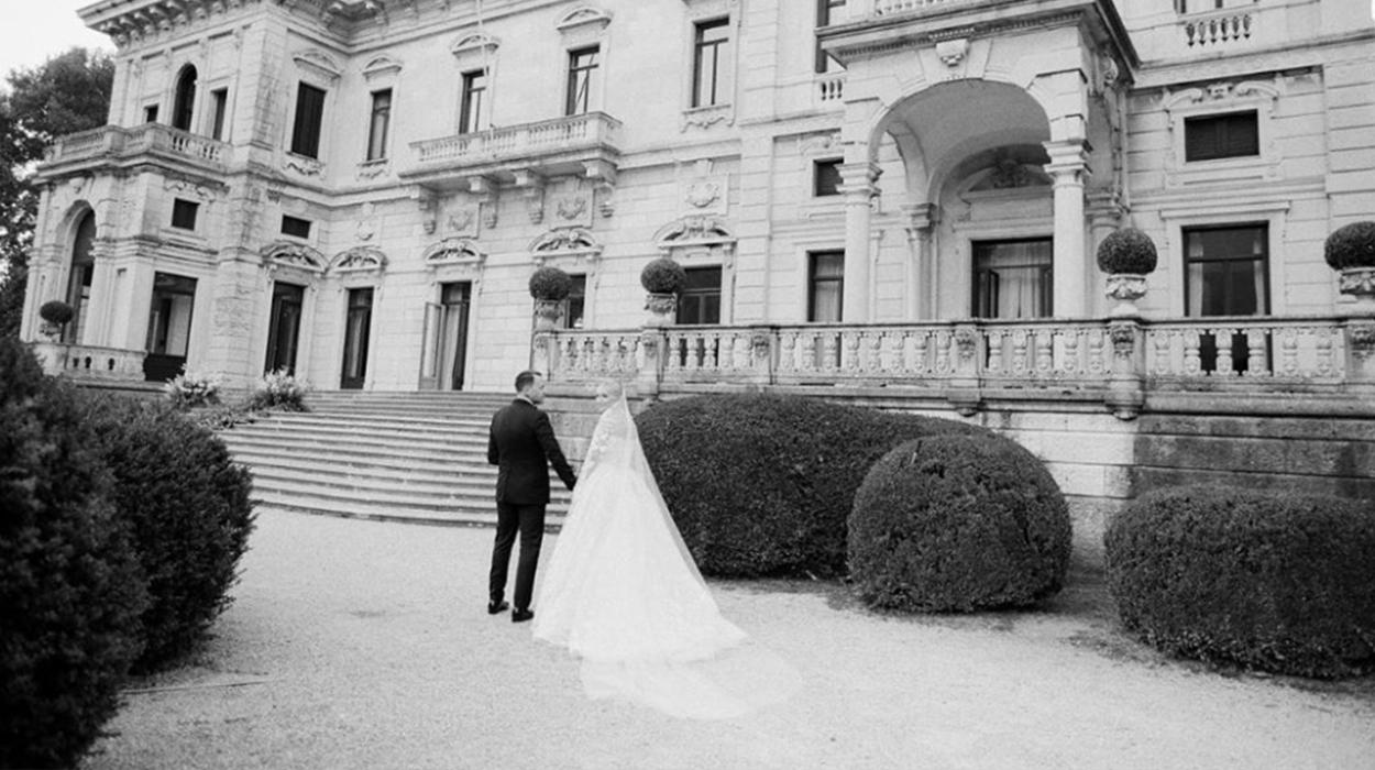 Sara Hoxha surprizë Ledionit në përvjetorin e parë të martesës