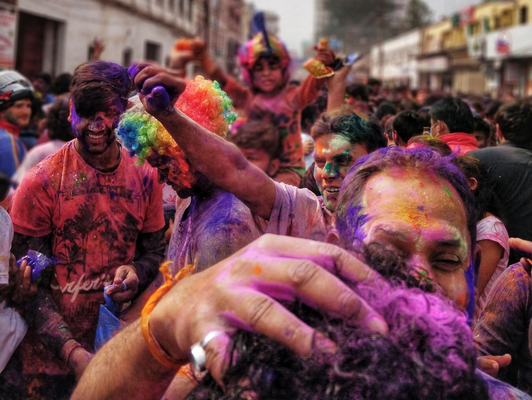 Nga lufta me domate tek spërkatja me piper për beqarët, njihuni me festivalet më të çuditshme dhe të çmendura në botë