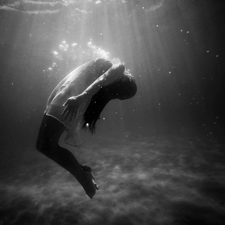 E frikshme, trupi i njeriut mund të lëvizë edhe pas vdekjes