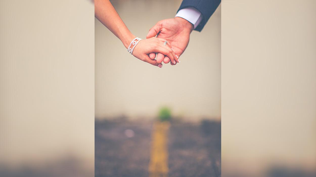 Periudha më e mirë e vitit për propozime martese, ja përse duhet të propozoni në këto data