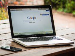 google-search-engine-on-macbook-pro-40185