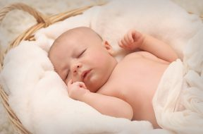 baby-sleeping-on-white-cotton-161709