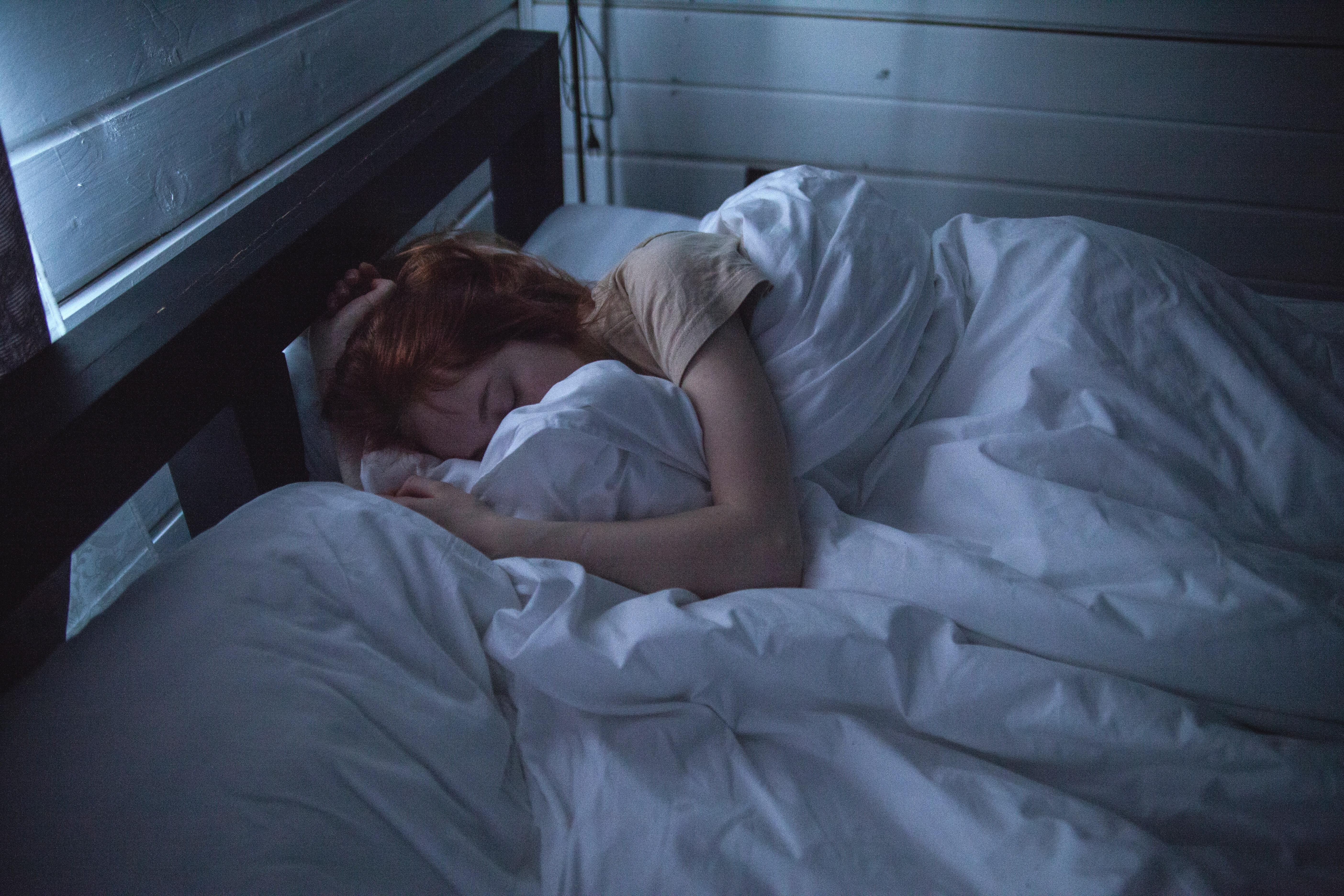 Ja çfarë duhet të pini para se të fleni, gjumi juaj do të jetë shumë më i qetë