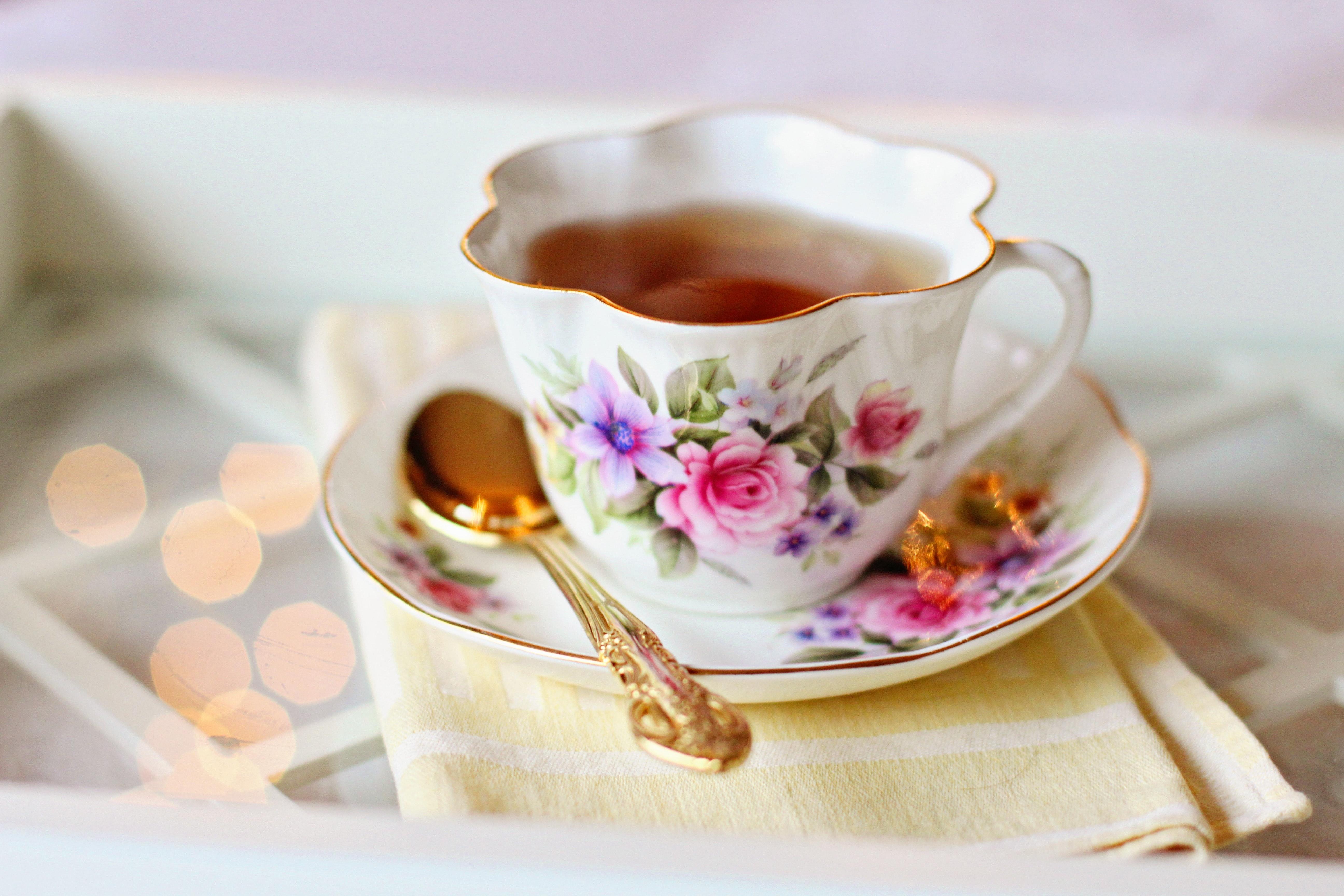 Arsyet pse duhet të pijmë çaj çdo ditë, përfitimet janë të jashtëzakonshme