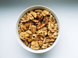 walnuts-in-a-bowl-1823476