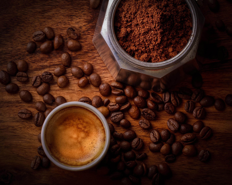 Pini sa më shumë kafe nëse doni të humbisni peshë, ja sasia e duhur