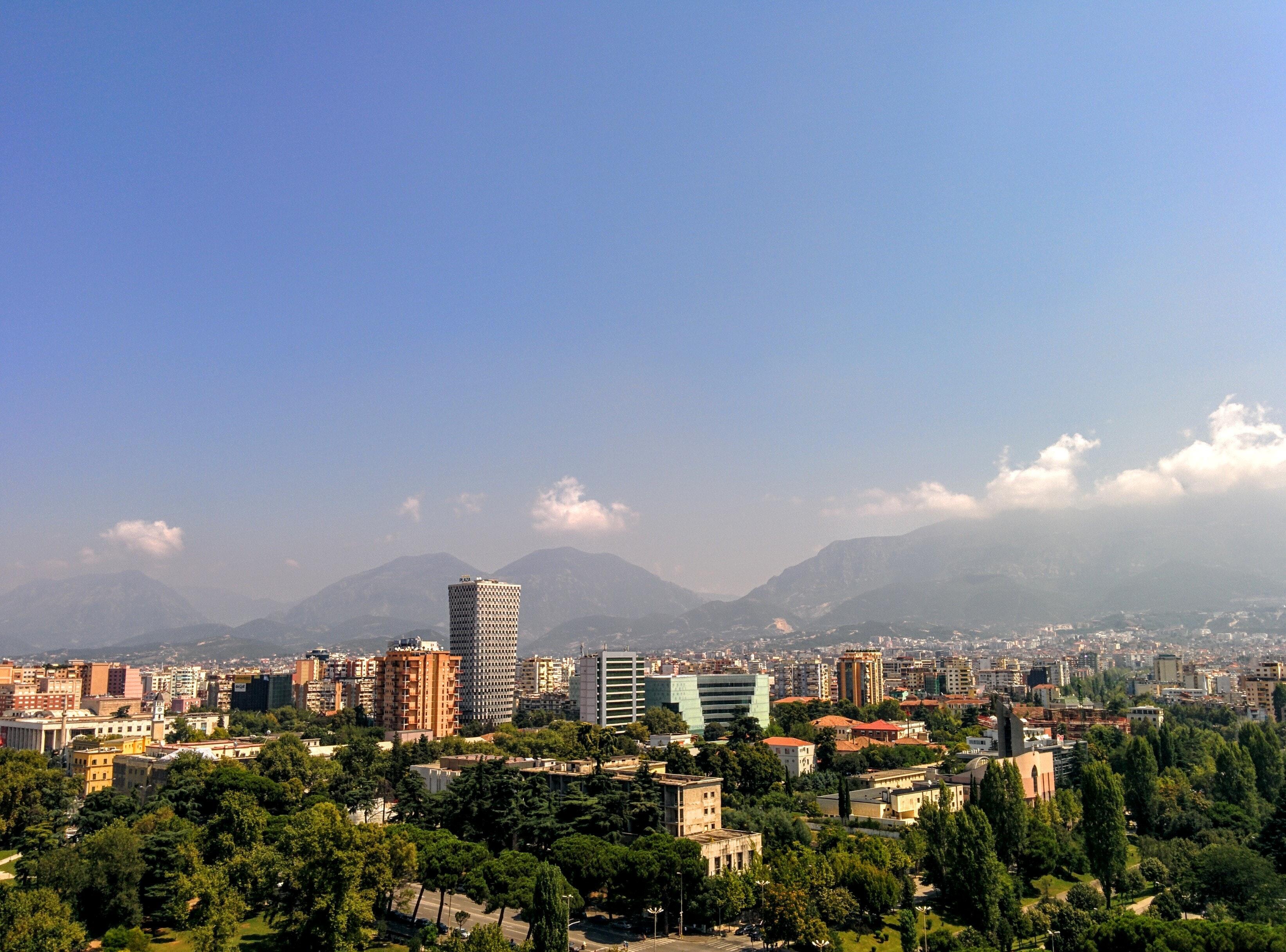 Raporton me rroba banje në mes të Tiranës, shokon gazetarja e njohur