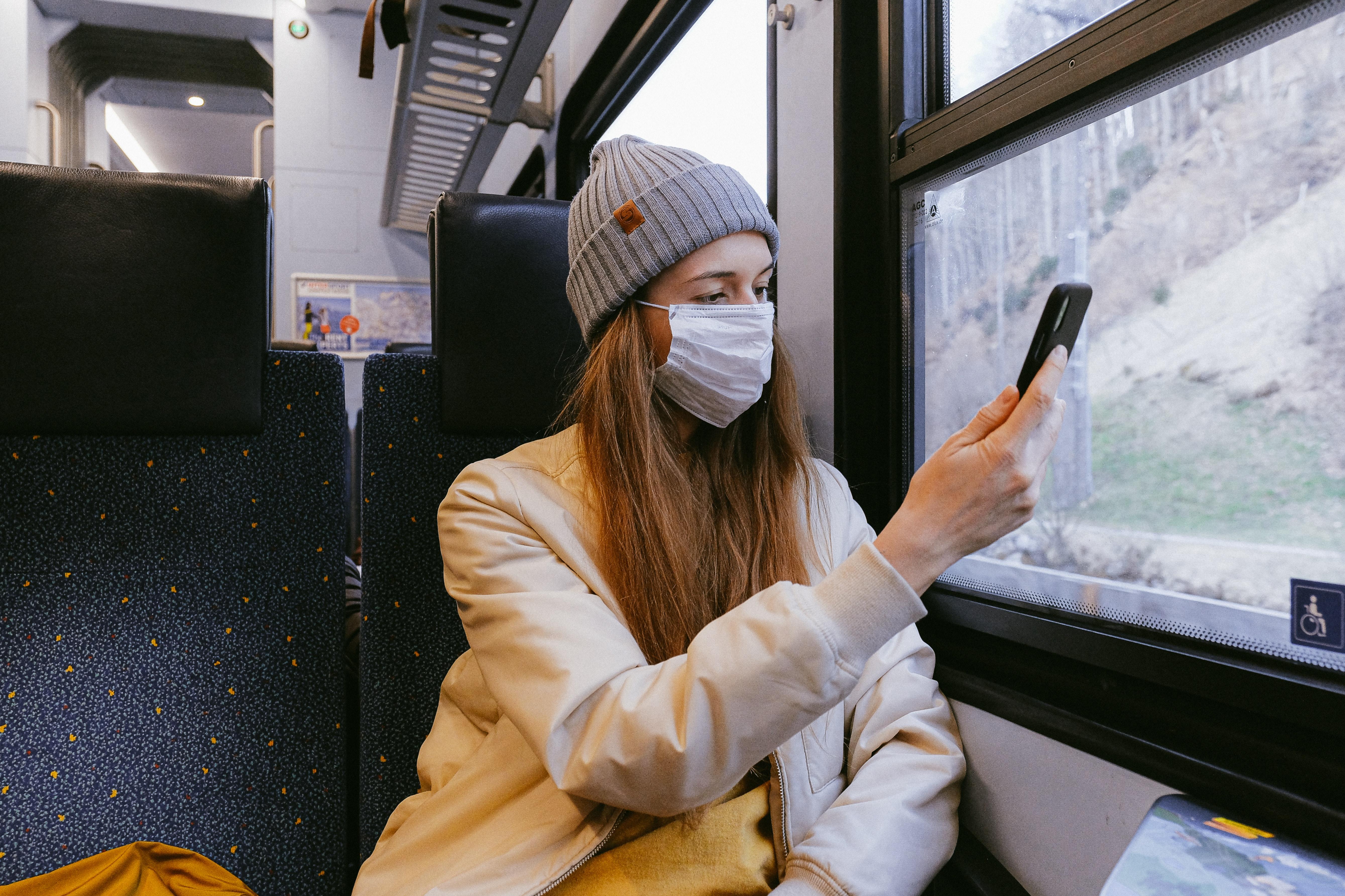 Heqja e maskës për të zhbllokuar telefonin një risk më vete, autoritetet kërkojnë zgjidhje nga Apple