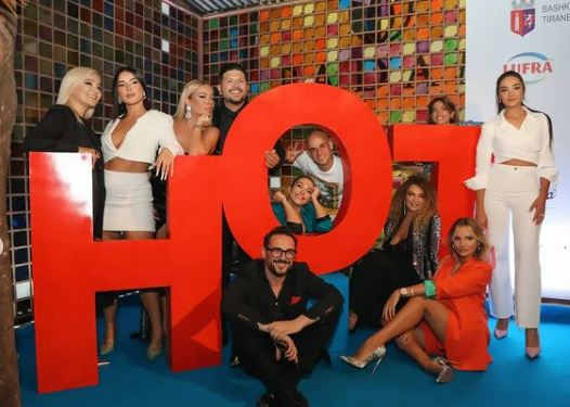 Nga ora tek data, Mamaqi zbulon kur do të trasmetohet seriali 'Hot'