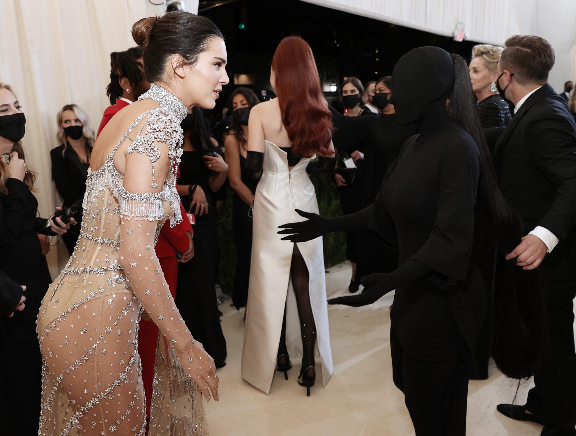 Çfarë thanë motrat mes tyre, Kim zbulon misterin e fotos me Kendall
