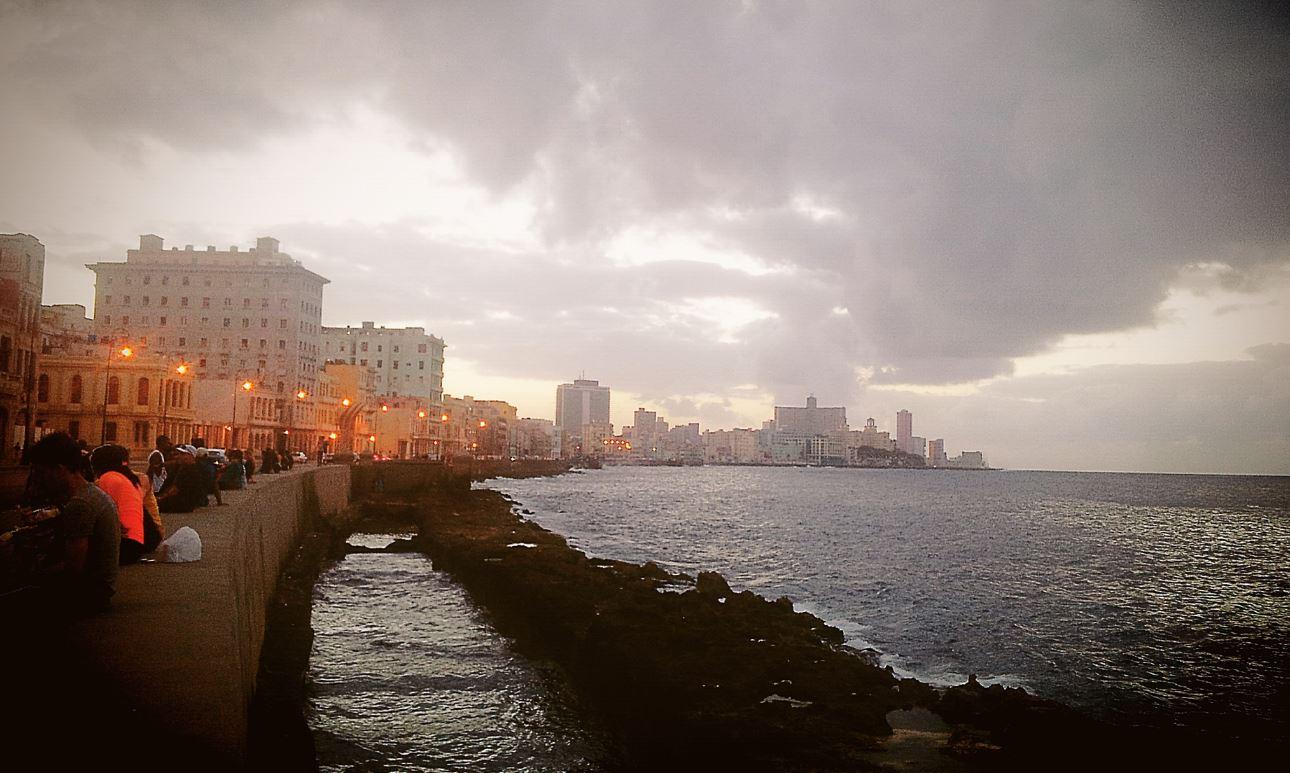 2017-06-17 15_47_34-Malecón_de_la_Habana,_Cuba_by_Yenisleidy_Llorente.jpg - Photos